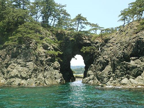 城山八穴の洞穴01
