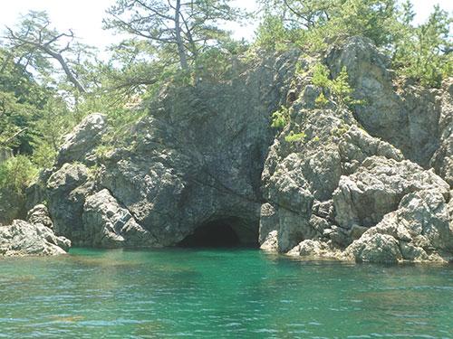 城山八穴の洞穴07